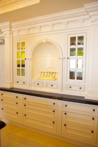 Hutch with Intricate Crown Molding