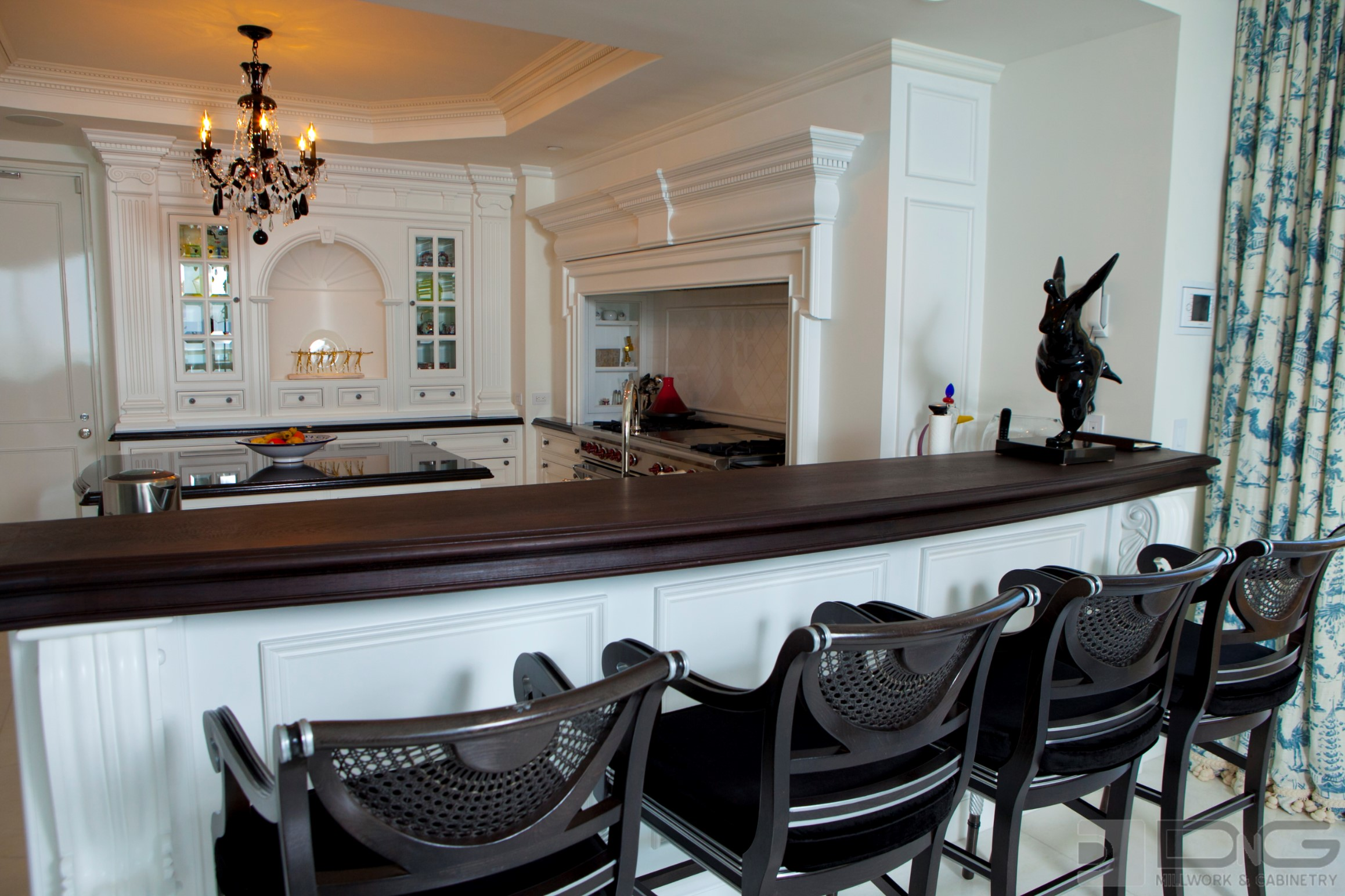 Traditional Kitchen Breakfast Bar Dng Millwork And Cabnintry Miami Florida