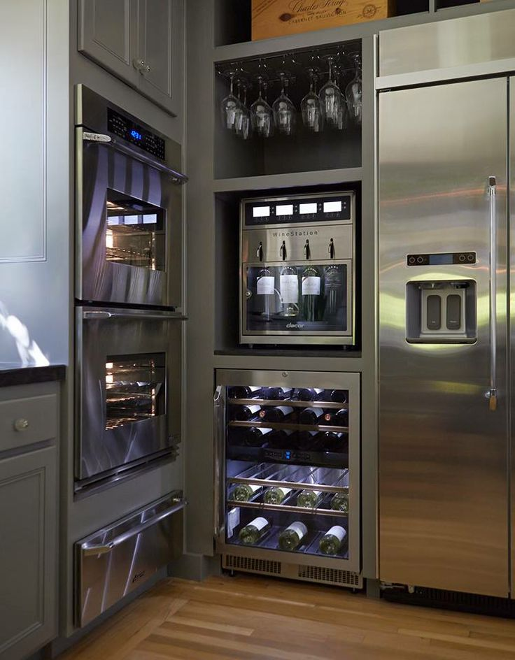 Essential elements of a luxury kitchen dng miami for Luxury oven